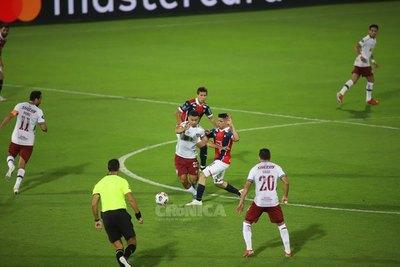 Crónica / Postergaron chute entre Cerro y Fluminense