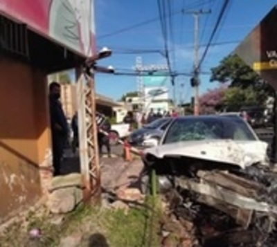 Cámara capta violento choque sobre Mariscal López