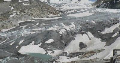 La Nación / Más de 1.000 nuevos lagos se crearon en los Alpes suizos por el deshielo de los glaciares