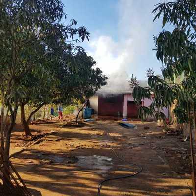 Cortocircuito provoca incendio de una vivienda en Ciudad del Este