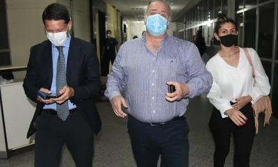 Juez levanta orden de embargo de bienes de González Daher e hijo para abonar deuda con la SET