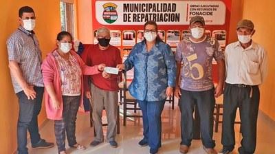 Repatriación: Intendenta entregó aportes a comisiones de agua