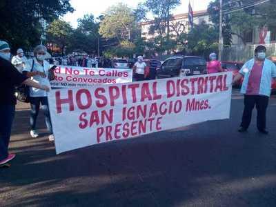 Médicos y enfermeras reclaman insumos y pago de gratificación frente a Salud