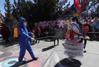 Gobierno boliviano reporta una reducción del 15% de casos de covid-19