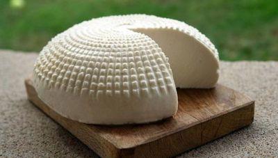 El tradicional queso Paraguay con agujeritos en cuestionamiento: lo que dice la industria láctea al respecto