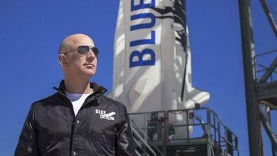 Jeff Bezos viaja al espacio a bordo de su nave de Blue Origin con pasajeros que harán historia