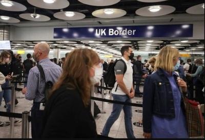 """EE. UU. emitió una recomendación de """"no viajar"""" a Reino Unido por el aumento de casos de Covid"""
