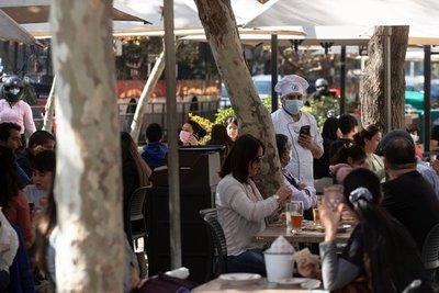 Chile inició una nueva fase de reapertura tras reportar la cifra más baja de contagios diarios desde noviembre