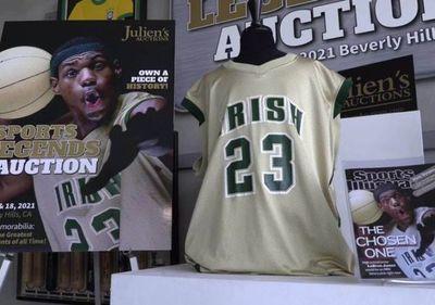 Subastaron en más de US$ 500.000 una camiseta de LeBron James