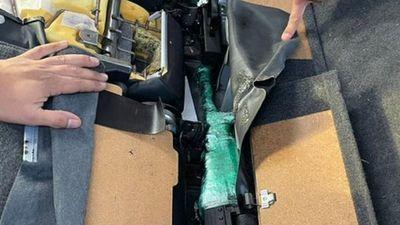 Aduanas detecta armas de guerra dentro de un vehículo importado