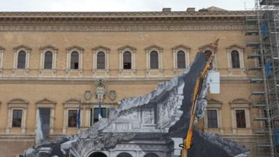 """Artista """"raja"""" palacio renacentista de Roma con una ilusión óptica"""