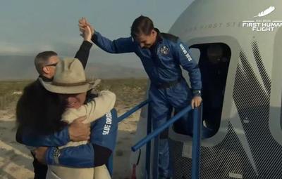 Histórico: ¡El magnate Jeff Bezos llegó al espacio!
