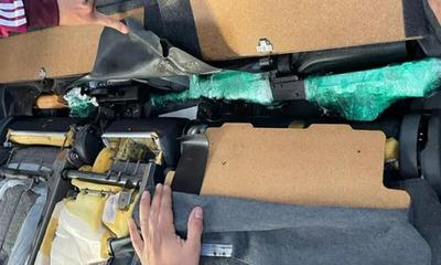 Detectan armas de guerra en vehículo importado