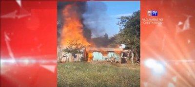 Humilde vivienda arde en llamas y familia queda en la calle