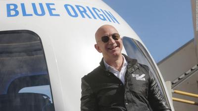 Jeff Bezos culmina con éxito el vuelo con tripulantes de la nave de Blue Origin