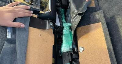 La Nación / Hallan armas de guerra en un vehículo importado desde Chile