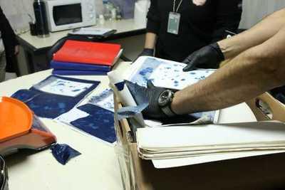 Detectan cocaína oculta entre documentos