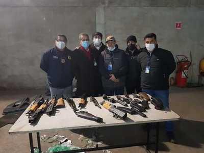 Decomisan en Aduanas varias armas de fuego que iban a ingresar ilegalmente al país