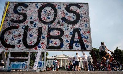 """Legisladores de EE.UU. ven protestas en Cuba como el """"comienzo"""" de un cambio"""