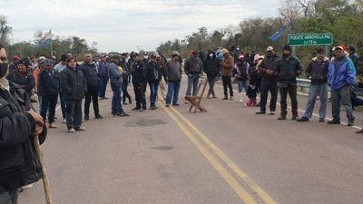 Sintierras cierran ruta a Vallemiexigiendo mensura judicial