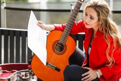 Daiana Ferreira, la guitarrista clásica que representará al país en Suecia y Rusia