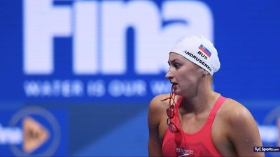 Levantan sanción a nadadores rusos
