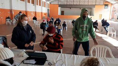 Vacunadores en San Pedro dejan de trabajar horas extras por falta de pago