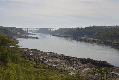 Argentina recomienda ahorrar agua ante sequía histórica del río Paraná