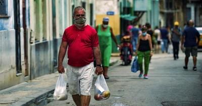 La Nación / EEUU evalúa expandir personal de su embajada en Cuba y permitir remesas