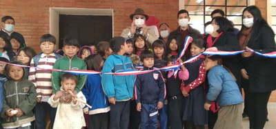 Gobernador inaugura comedor escolar y un aula en comunidad indígena de Repatriación