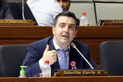 Sebastián García declara que la próxima semana anunciarán candidato de la oposición en Asunción