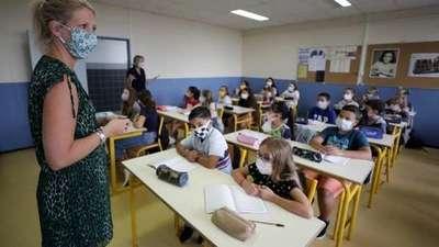 Academia Estadounidense de Pediatría recomienda uso universal de tapabocas en escuelas