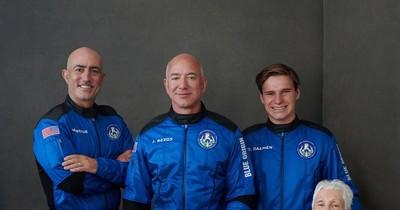 La Nación / Jeff Bezos destaca belleza y fragilidad de la Tierra desde el espacio