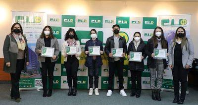 Cooperativa Universitaria premió a hijos de socios sobresalientes en el estudio
