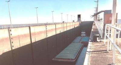 El último convoy de 170 barcazas pasó Yacyretá transportando la producción nacional al exterior