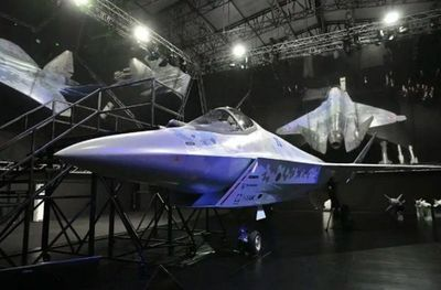 """Rusia presenta su nuevo avión de combate """"Jaque Mate"""""""