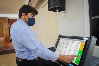 TSJE adjudica números y colores a organizaciones políticas a ser aplicados en máquinas de votación