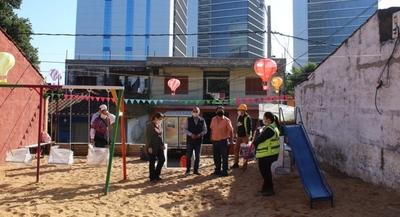 Consorcio encargado de las nuevas Oficinas de Gobierno dona parque infantil al barrio San Jerónimo