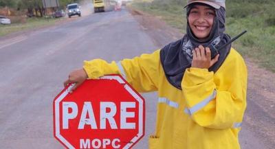 Creciente cantidad de mujeres e indígenas entre personal de obras en ruta Transchaco
