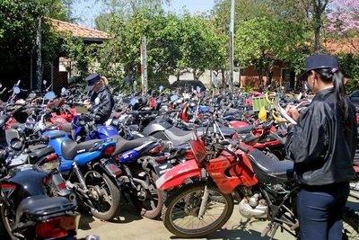 """Crónica / """"Cementerio"""" de motos estira el mal"""