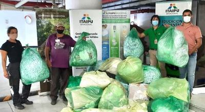 Recicladores del Barrio San Francisco recibieron 565 kilos de materiales de Itaipu