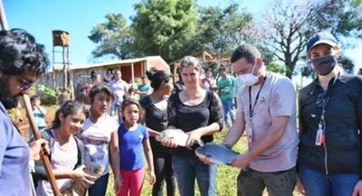 ITAIPU entregó a comunidades indígenas peces para consumo