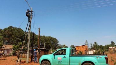 ANDE culminó obras de electrificación en Ypejhú