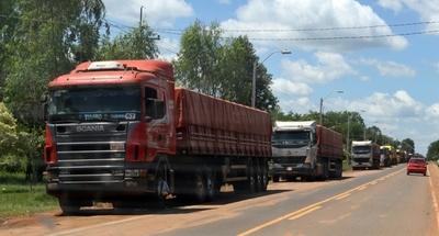Transportistas acuerdan con el Gobierno levantar el paro y reducir el IVA