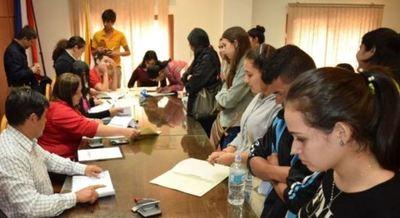 Jóvenes de Itapúa podrán acceder a beca universitaria de la EBY