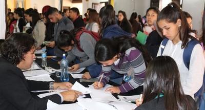 Gobierno inicia este miércoles pago por becas universitarias en Ñeembucú