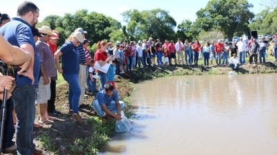 Productores de Fram reciben 14.000 alevines para incursionar en la piscicultura