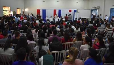 Ñeembucú: Gobierno invierte en educación universitaria y asistencia social a pescadores