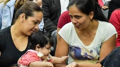 Gobierno cumple con entrega de becas, apoyo a la producción y salud en el departamento de Itapúa
