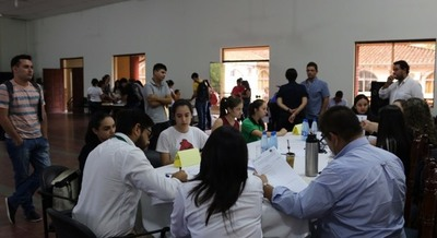Piden a becarios de Caazapá presentar documentaciones